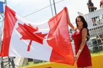 Pit Babe y bandera