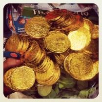 Nos regalan monedas de chocolate por comprar en el supermercado