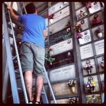 Revisando fotos y nombres - Cementerio Monumental