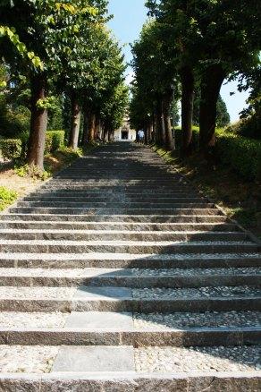 Escaleras para subir al Santuario