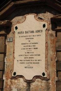Placa conmemorativa por la ilustre matemática