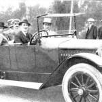 1915:Los populares toreros «Gallo» y Joselito, acompañados del conde de la Maza y otros amigos, paseando en automóvil por el Sardinero