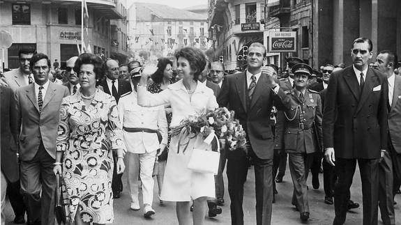 Sus Majestades durante una visita a Santander