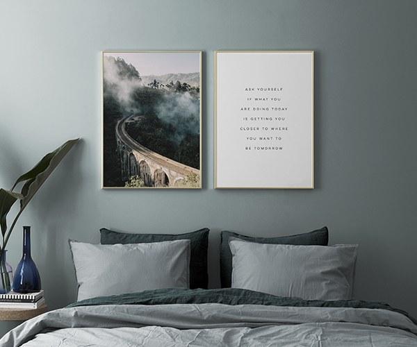 Tavelvgg i sovrum Inredning och tavlor till sovrummet