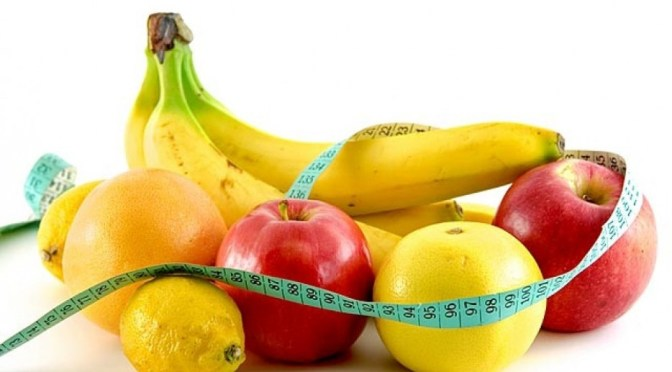 Frutas recomendadas para rejuvenescimento: laranja, banana e maça.