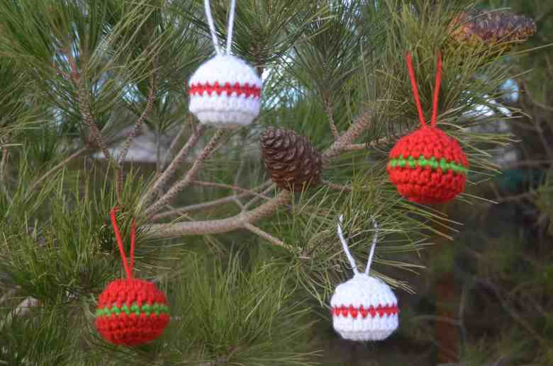 quick christmas ornaments—free crochet pattern