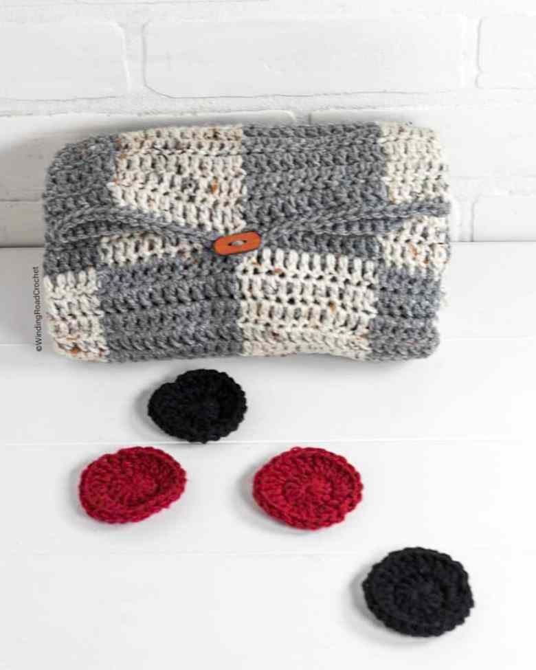 portable crochet checkers game
