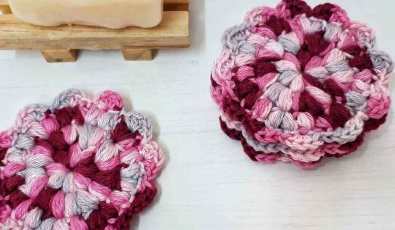 flower scrubbie crochet gift idea for friends
