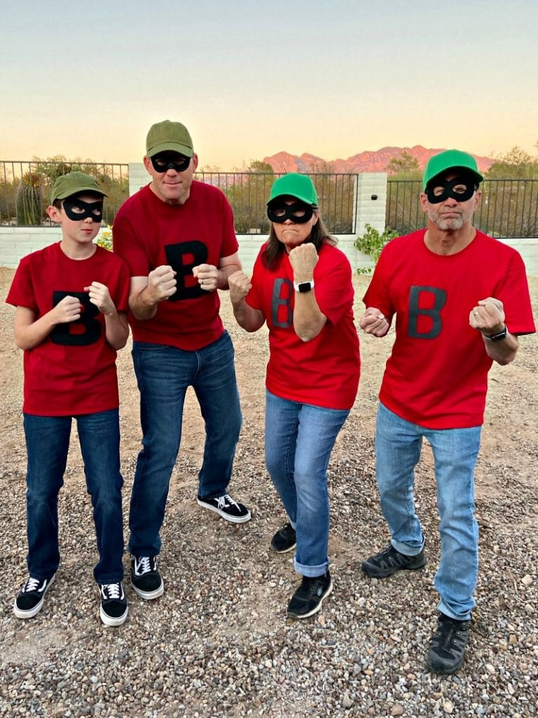 4 peoples dressed up as Beagle Boys from Disney's DuckTales