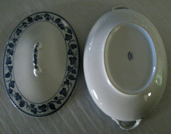 Early Noritake Nippon Blue White Oval Casserole Bowl Withlid