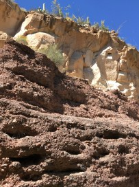 Contrasting rock colors: cream over chocolate.
