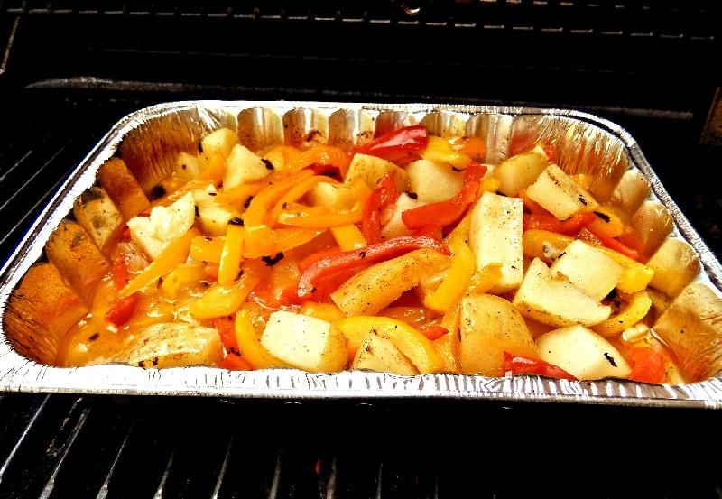 Guiso de pimientos en un horno