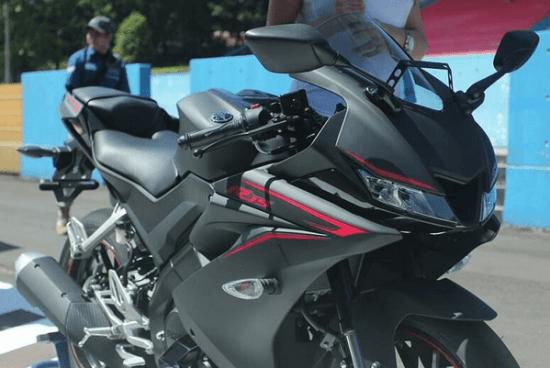 Yamaha YZF R15 V3 Matt black