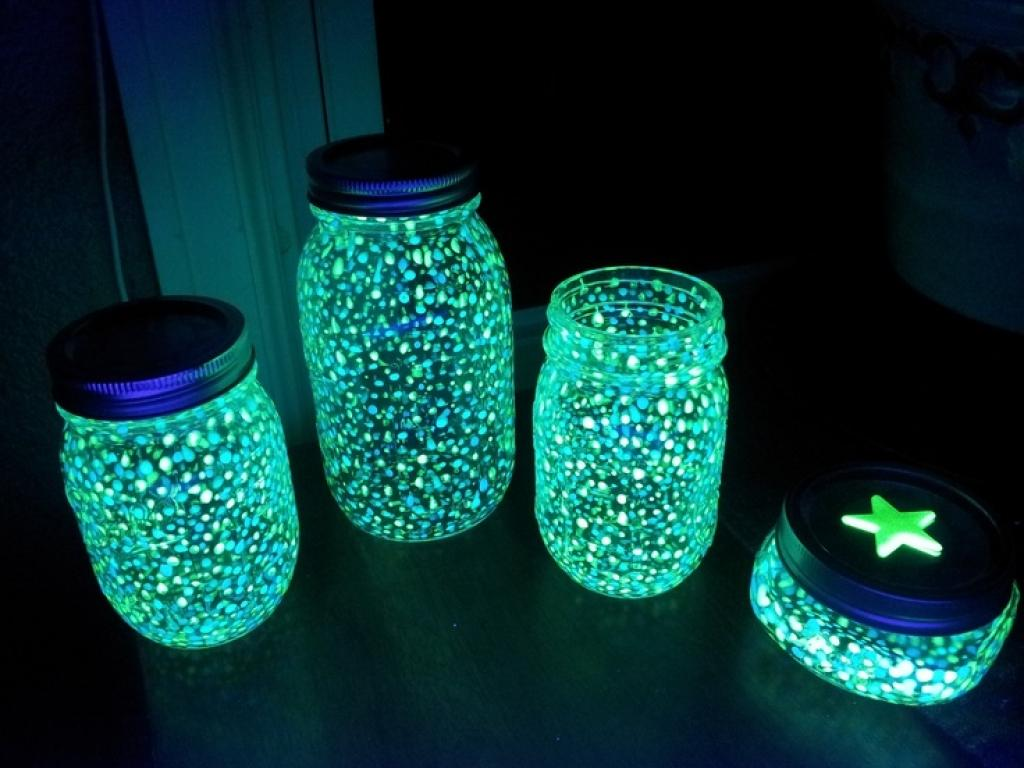 DIY  une lanterne fluorescente pour la chambre de vos enfants