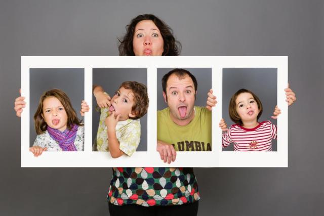 photo-famille-studio-encadree-2