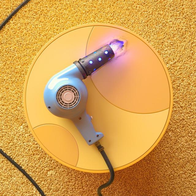 Seche cheveux decapeur thermique parmi les Unsmart Devices de Foreal Studio