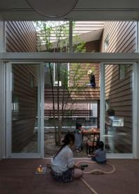 A Modern Japanese House With A Surprise Garden Inside ...