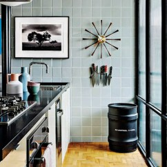 Artwork For Kitchen Island Home Depot 12 Inspiring Ways To Hang Art In The Design Milk Photo By Ricardo Labougle
