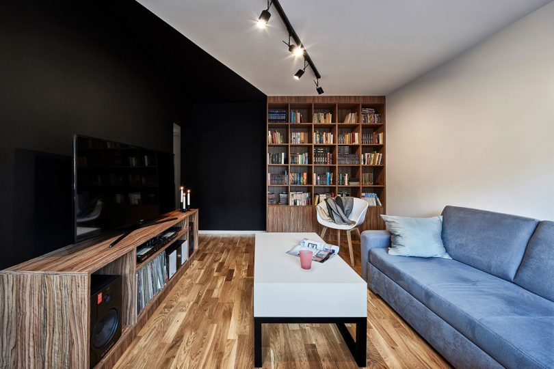 A Compact Polish Apartment with Contrasting Black and White Accents