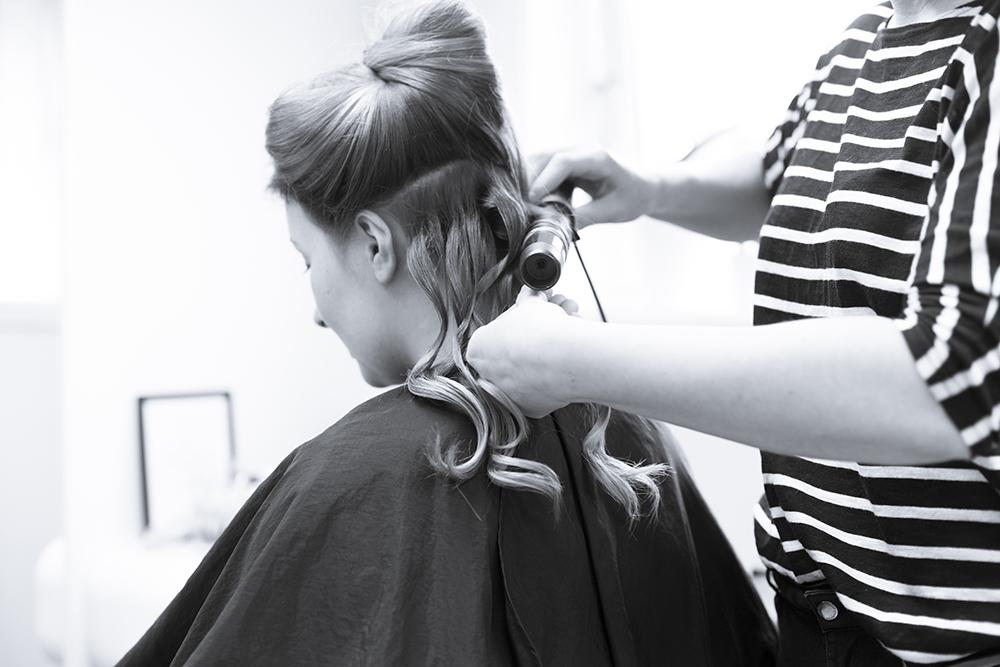 krist.in design fotograf stavanger sandnes frisør bride getting ready sminke brud frisør