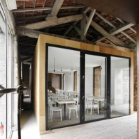 * Architecture: Renovation of an old barn by Comac