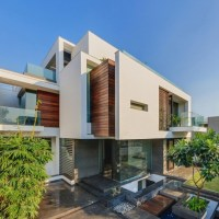 * Residential Architecture: The Overhang House by DADA & Partners
