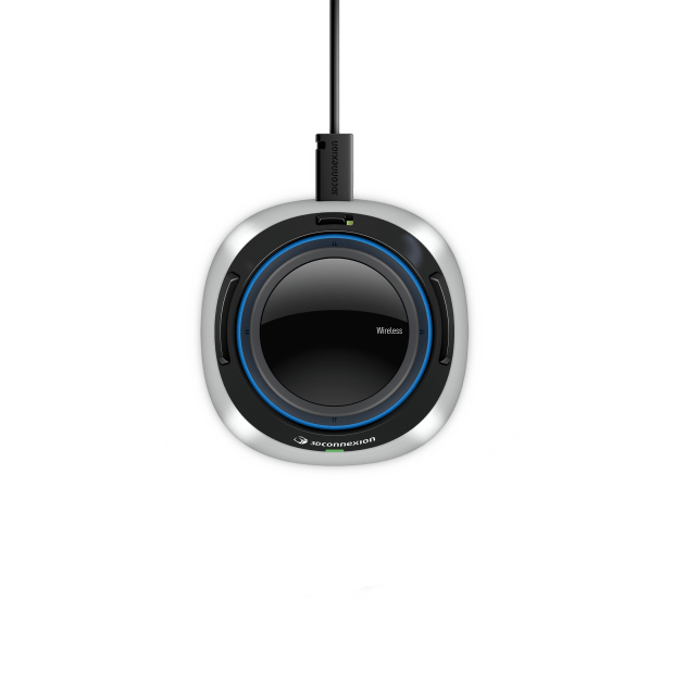 SpaceMouse Wireless with USB Cable connected