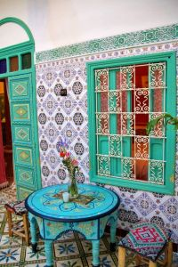 Moroccan tiles are intricate, colorful, and flamboyant - my kinda thing! Let's take a look at these drop-dead gorgeous Moroccan tiles and see how they can be used throughout different Moroccan inspired interiors.