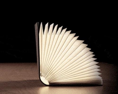 Lumio la lampada libro che illumina con stile ogni ambiente  Arredare con stile