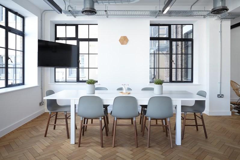jídelní stůl dominantou kuchyně (2)