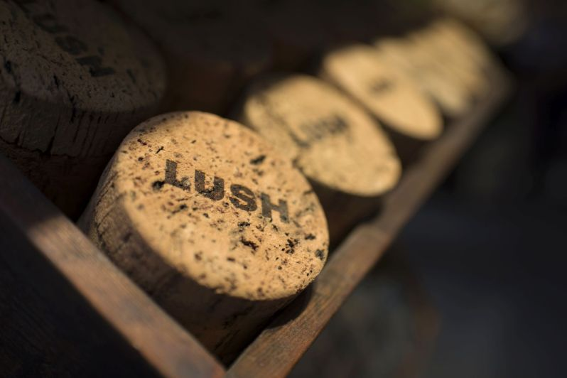 Korkové krabička Lush na kosmetiku