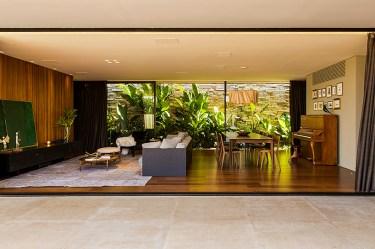 casa interiores franca mf casas mcny brazilian tem arquitetos modernism brazil jardim interior conectam ao shutters designboom guiada visita architects