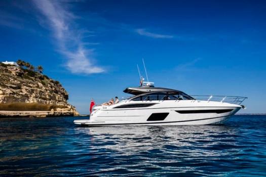 v58-open-exterior-white-hull-4v2