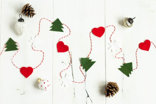 felt-winter-holiday-garland-2-1