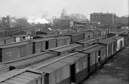 A Washington DC team yard, circa 1915. Image from the Library of Congress digital archive.