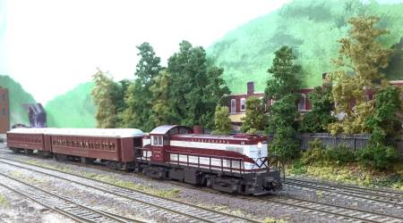 One of several commuter trains that operated on Steve's layout.