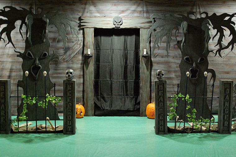 Turn Your Home Garage Into To A Haunted Garage DesignBump