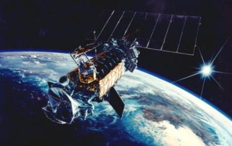 dmsp-satellite-defense-meteorological-satellite-program-solar-panel-outer-space-earth-orbit-planer-sun-photo