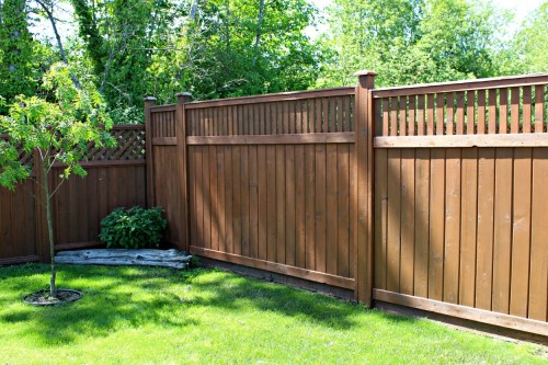 stain the fence with Behr cappuccino semi transparent stain for yard transformation challenge 2018. #yardtransformations2018