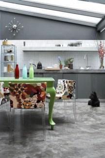 Cozinha com piso em cimento queimado