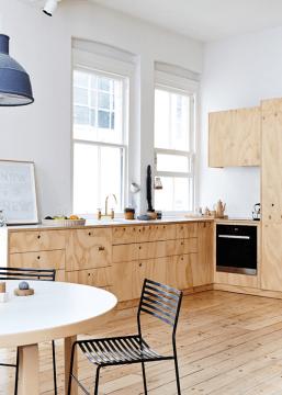 Cozinha em madeira clara