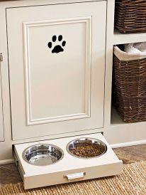 Compartimento embutido para água e comida dos pets