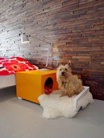 Criado-mudo com cama para cachorro