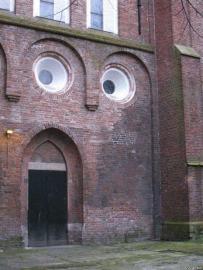 faces_ambushedbuilding