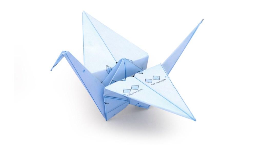 Origami de pássaro criado com com o papel de embrulho da ILOVEHANDLES