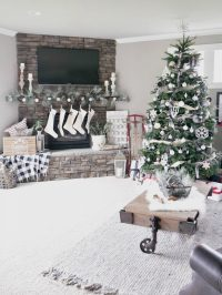 Christmas Living Room Decorations - Taryn Whiteaker