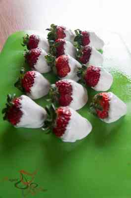 Strawberries covered in Marshmallow Fluff
