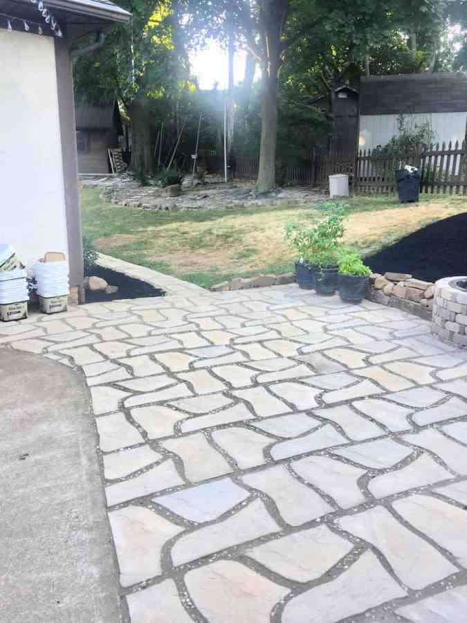 close up picture of flagstone patio pavers