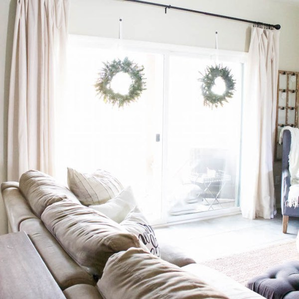 Modern Farmhouse Christmas - Living Room | designedsimple.com