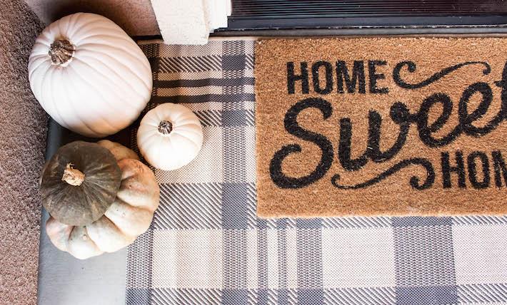 Simple & Neutral Autumn Porch | designedsimple.com